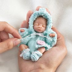 Shop Ashton-Drake for Baby Dolls Miniature Dolls. Reborn Babypuppen, Reborn Baby Dolls, Dollhouse Dolls, Miniature Dolls, Little Doll, Little Babies, Mini Bebidas, Baby Mold, Realistic Baby Dolls