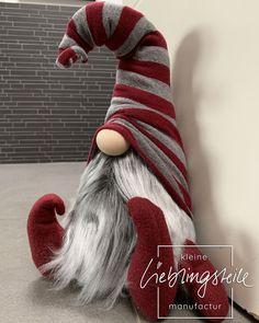 Christmas Knomes, Christmas Fun, Christmas Wreaths, Christmas Decorations, Christmas Ornaments, Diy Arts And Crafts, Holiday Crafts, Gnome Ornaments, Knitting