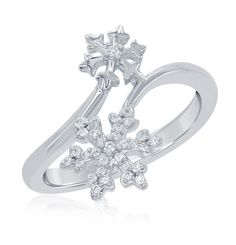 These engagement rings are enchanted with Disney inspiration. The full Enchanted Disney Fine Jewelry collection launches this holiday season. Cute Engagement Rings, Floral Engagement Ring, Cheap Fashion Jewelry, Fashion Rings, Enchanted Disney Fine Jewelry, Disney Enchanted, Disney Belle, Walt Disney, Jewelry Showcases