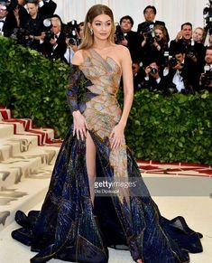 Gigi Hadid MET Gala 2018 in a Versace dress featuring a stained glass dress design Different Dresses, Types Of Dresses, Gala Dresses, Red Carpet Dresses, Met Gala Outfits, Fashion Show Themes, Gowns Of Elegance, Glamour, Red Carpet Fashion