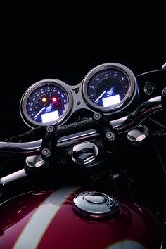 Triumph Bonneville: gamma 2016. La strumentazione della T120 (1.200 cc)