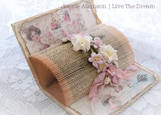 Live The Dream: Hitting the Books Recycled Paper Crafts, Recycled Books, Handmade Crafts, Book Page Crafts, Book Page Art, Folded Book Art, Book Folding, Papel Vintage, Vintage Cards
