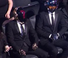 Daft punk réaction to Miley Cyrus on stage performance at the VMA'S.  LMAO!!!