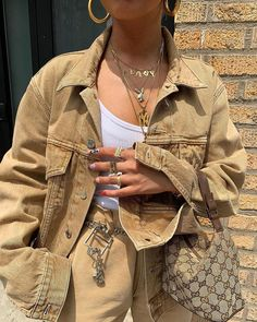 🐪 all beige colored outfit cute casual beige denim jacket accessories gold necklaces rings belt Gucci bag on IG Mode Outfits, Trendy Outfits, Summer Outfits, Fashion Outfits, Womens Fashion, Travel Outfits, Fashion Fashion, High Fashion, Looks Style