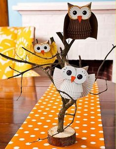 Toilet Paper Roll Crafts - Get creative! These toilet paper roll crafts are a great way to reuse these often forgotten paper products. You can use toilet paper rolls for anything! creative DIY toilet paper roll crafts are fun and easy to make. Kids Crafts, Owl Crafts, Crafts For Kids To Make, Animal Crafts, Projects For Kids, Easy Crafts, Art Projects, Diy And Crafts, Arts And Crafts