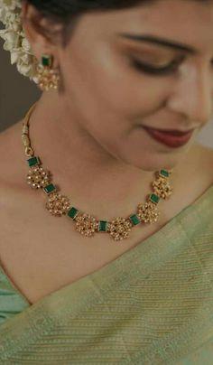 Pearl Necklace Designs, Jewelry Design Earrings, Gold Earrings Designs, Necklace Set, Gold Jewelry, Gold Necklace, Gold Bangles Design, Indian Jewellery Design, Chocker