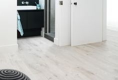 Riviera Laminate flooring collection - The floor that can stand up to wet and dirty shoes and children who turn your bathroom into a swimming pool thanks to the HydroPlus® technology. - BerryAlloc