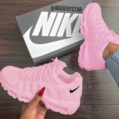 Only mine, pink tennis shoes, Nike❤️ - Sneakers Jordan Shoes Girls, Girls Shoes, Cute Sneakers, Sneakers Nike, Girls Sneakers, Souliers Nike, Nike Air Shoes, Pink Nike Shoes, Aesthetic Shoes