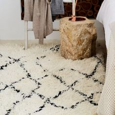 Discover our Ambassa Rug made from new wool in off-white & black for a timelessly elegant home ✓ Free delivery over ✓ 100 days free returns ✓ Shop now! Overstock Rugs, Square Rugs, Mug Rugs, Elegant Homes, Natural Rug, Outdoor Rugs, Rug Making, Rugs Online, Rugs In Living Room