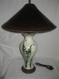 VINTAGE CORN FLOWER TABLE LAMP HAND PAINTED BRONZE BASE, GOLD RIM, LT. GREEN