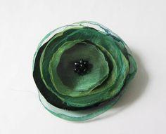 Anstecker Brosche Organza-Satin-Blüte grün von soschoen auf DaWanda.com