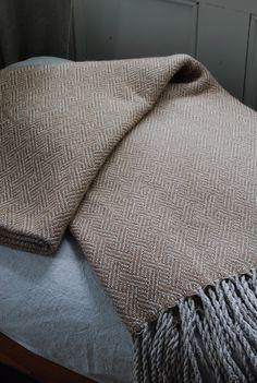 Handwoven Silk with Alpaca Sofa Throw or Blanket by HandwovenHome Loom Weaving, Hand Weaving, Woven Scarves, Diy Scarf, Trellis Pattern, Weaving Projects, Sofa Throw, Weaving Patterns, Tweed Jacket