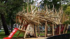 Aire de jeux en face du chateau des ducs de Bretagne. robinier et châtaigner > longueur 30 m, hauteur 4.5 m, un jardin suspendu de prêles sur l'échine d'une longueur de 22 m, un système de brumisation dans les naseaux et sur le dos et, un anus. Collaboration Kinya Maruyama //  Ici l'article de Ouest France // retrouvez le projet sur notre site > http://www.metalobil.fr/portfolio_page/aire-de-jeux/