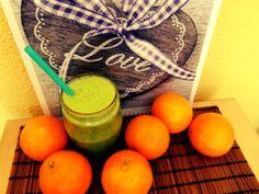smoothie - pomeranče, řapíkatý celer, špenát, bazalka