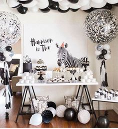 Very very cute styled by @thesugartoppedtable head on over to see more @thesugartoppedtable balloons by @boutique_balloons_melbourne