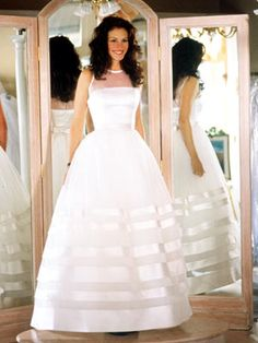 Julia Roberts, Runaway Bride, this is truly my dream dress. simple and elegant. Movie Wedding Dresses, Famous Wedding Dresses, Wedding Movies, Bridal Dresses, Wedding Gowns, Julia Roberts, Wedding Bride, Wedding Bells, Runaway Bride