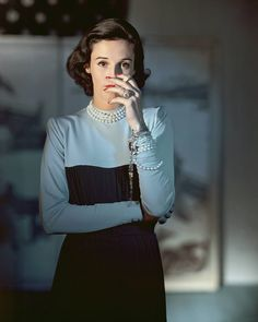 """Stanley Grafton Mortimer Jr (Babe Paley) wearing a Creation of Traina-Norell, photographed by Horst P. Horst from American Vogue in One of Truman Capote's """"swans,"""" Babe epitomized then, still classic understated style and panache. Anna Wintour, Fashion Editor, Fashion Week, 1940s Fashion, Vintage Fashion, Vogue Fashion, Fashion Shoot, Babe, Make Up Studio"""