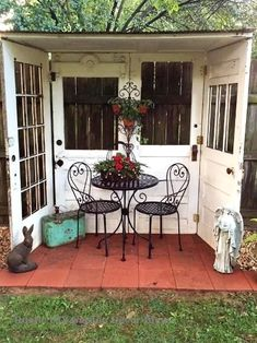 of the BEST Upcycled Furniture Ideas Great idea for using four old doors to create a nook in the backyard!Great idea for using four old doors to create a nook in the backyard! Small Space Gardening, Small Gardens, Garden Spaces, Landscaping Ideas, Backyard Landscaping, Patio Ideas, Backyard Pools, Backyard Ideas, Red Brick Pavers