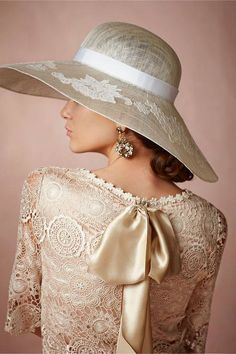 Midday Capeline from BHLDN - Big hats for The Kentucky Derby Beauty And Fashion, Womens Fashion, High Fashion, Mode Glamour, Fancy Hats, Big Hats, Mode Chic, Pearl And Lace, Love Hat