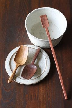 Wooden scoops and spoon.