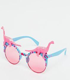 Discover the range of sunglasses available at ASOS. From aviator shades, to retro sunglasses. Shop ASOS for the latest sunglass fashion trends. Cute Sunglasses, Sunglasses Women, Accesorios Casual, Luna Lovegood, Fashion Mode, Diy Fashion, Fashion Online, Eyeglasses, Designer