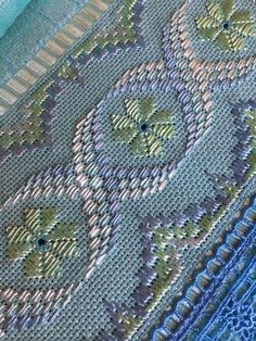 Hardanger Embroidery, Hand Embroidery Stitches, Embroidery Art, Cross Stitch Embroidery, Bargello Needlepoint, Needlepoint Patterns, Needlework, Diy And Crafts, Weaving
