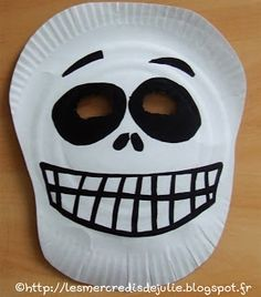 Les Mercredis de Julie : [Halloween] Masque squelette avec assiette en carton Halloween 2020, Holidays Halloween, Halloween Crafts, Happy Halloween, Halloween Party, Wooden Halloween Decorations, Sally Nightmare Before Christmas, Halloween Disfraces, Christmas Diy