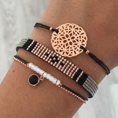 Tendance & idée Bracelets Description Set 'Rosegold & Black' - ✌ ▄▄▄Find more here: Click xelx.site/ PANDORA Jewelry More than Cute Jewelry, Diy Jewelry, Beaded Jewelry, Jewelery, Jewelry Accessories, Handmade Jewelry, Jewelry Design, Fashion Jewelry, Jewelry Making