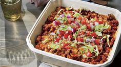 This hearty casserole will please everyone around the dinner table, especially if you serve the toppings on the side and let people help themselves. Easy Taco Casserole, Casserole Recipes, Ground Sirloin, Ground Beef, Gallo Pinto, Mexican Food Recipes, Ethnic Recipes, Mexican Meals, One Dish Dinners
