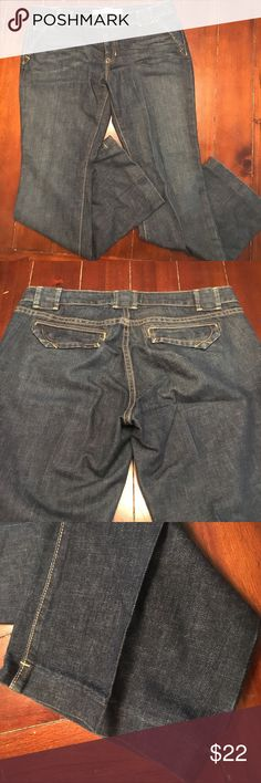 NWOT Gap Low Rise Jeans 12 Ankle, Dark Wash NWOT Gap Low Rise Dark Wash Jeans, size 12 Ankle. I love the pockets and finishings on this pair! GAP Jeans Ankle & Cropped