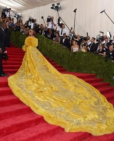 Rihanna in Guo Pei, 2015 - The Most Daring Met Gala Dresses - Photos