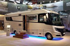 Am oberen Ende der Wohnmobil-Preisklassen tummeln sich Luxus-Liner von elegant bis abgefahren. Slide-Outs, Ledersitze und Echtholz gehören zum guten Ton. #CMT2015 #Luxusliner #Wohnmobil #Glamping
