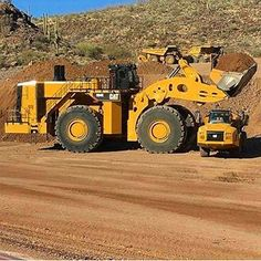 would kill & bury the Rock truck. Heavy Construction Equipment, Heavy Equipment, Toy Trucks, Monster Trucks, Earth Moving Equipment, Caterpillar Equipment, Cat Machines, Welding Rigs, Tonka Toys