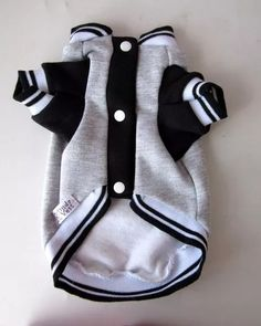 where to pet a dog Baby Dogs, Pet Dogs, Easy Pets, Dog Clothes Patterns, Dog Jacket, Dog Items, Puppy Clothes, Pet Fashion, Pet Costumes