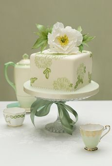 White One-Tier Cake with Green Flowers | Wedding Cake