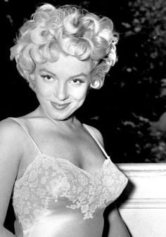 Are you a Marilyn Monroe, or a Liz Taylor? A Carole Lombard or a Lauren Bacall? Take our quiz to find out! I got Marilyn♡ Hollywood Glamour, Classic Hollywood, Hollywood Icons, Divas, Marilyn Monroe Quotes, Cinema Tv, Actrices Hollywood, Norma Jeane, Bombshells