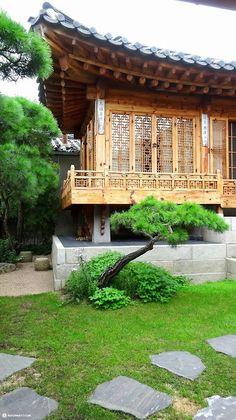 Hanok, traditional Korean house in Bukchon, Seoul (source)