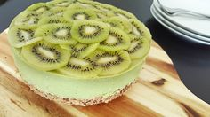 Green cheesecake with kiwi and avocado  Just a food blog! Kiwi, Avocado, Special Recipes, Cheesecakes, Healthy Recipes, Healthy Food, A Food, Yogurt, Spinach