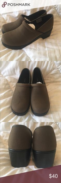 Land's End Women's Camden Clog, Spice Brown Size 9 Never Worn! Brand new Land's End Women's Camden Clog, Spice Brown color. US women's size 9. Lands' End Shoes Mules & Clogs