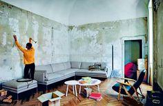 Das passende Sofa finden: Das schönste Sofa ist leider nicht immer das, was zu den eigenen Bedürfnissen passt. Wenn Sie diese Fragen für sich beantworten, sind Sie Ihrem Traumsofa schon ein großes Stück näher. Und dann heißt es Probe sitzen. Denn nur so können Sie testen, ob das Sofa Ihren Vorstellungen entspricht.  Wie viel Platz steht Ihnen zur Verfügung? Wie viele Personen sollen auf dem Sofa sitzen können? Nutzen Sie das Sofa eher zum Sitzen, Liegen, Essen?