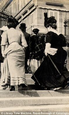 Paris, Steps to Rue de Rivoli, 3rd June 1906