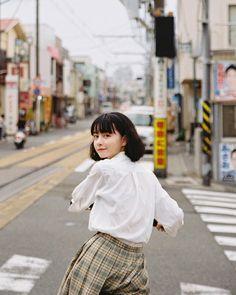 Aesthetic Japan, Japanese Aesthetic, Aesthetic Photo, Aesthetic Girl, Pose Reference Photo, Japanese Photography, Human Poses, Japan Girl, Japan Japan