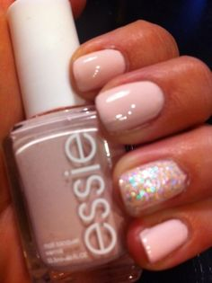 One sparkly nail is really classy!