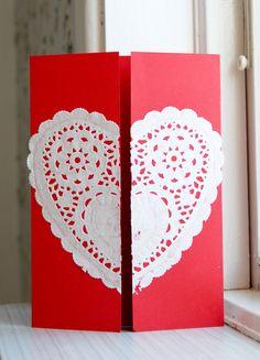 Kort med tårtpapper. Alla hjärtans dag. Valentine card. Heart doily.