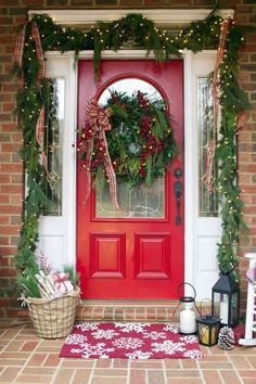 Creating an Old Fashioned Christmas Front Porch | The Everyday Home | www.everydayhomeblog.com
