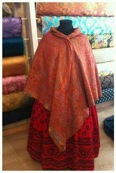 En invierno, saya de lana y mantón de merino Aragon, Regional, Lana, Ideas, Design, Scrappy Quilts, Vintage Outfits, Shandy, Needlepoint