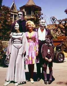 The Munsters 1964 TV sitcom that changed television in a big way. Look out for The Munsters; the first family of fright and the world's average american family. The Munsters, Munsters Tv Show, Munsters House, Vintage Tv, Vintage Photos, Vintage Stuff, 1313 Mockingbird Lane, Lily Munster, Yvonne De Carlo