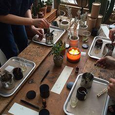 Kerzenherstellung - Candle Making Wrought Iron Candle Holders, Small Candle Holders, Candle Making For Beginners, Soy Candle Making, Making Candles, Candle Supplies, Candle Store, Candle Maker, Soy Wax Candles