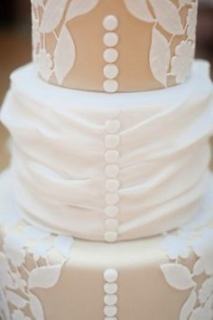 Fondant-Button-Wedding-Cake made to match the wedding dress, I just love the buttons down the back! Wedding Trends, Wedding Blog, Diy Wedding, Wedding Cakes, Purple Wedding, Gold Wedding, Wedding Ideas, Wedding Stuff, Wedding Beauty