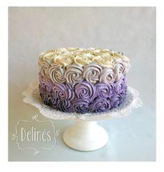torta con rosetones en lila